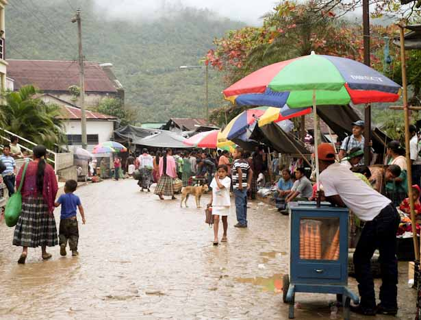 Rainy market day in Lanquin