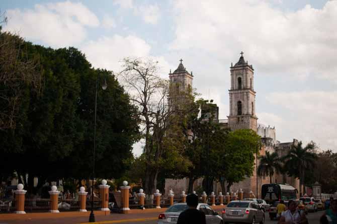 Parque Fransisco Canton Resado & Catedral de San Servasio Valladolid, Mexico