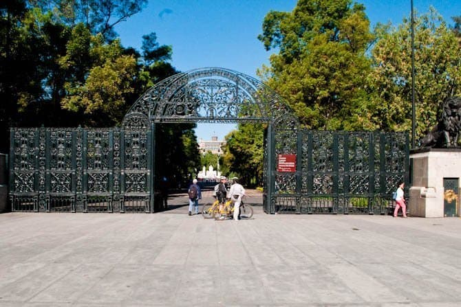 Chapultepec Park entrance: Guide to Mexico City