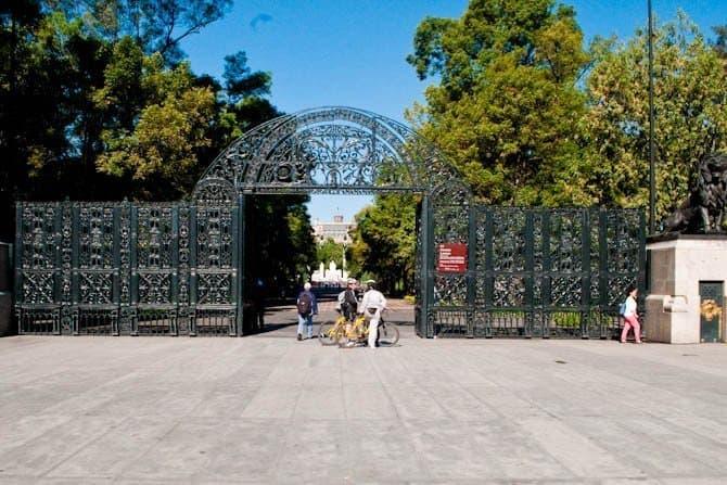 Chapultepec Park entrance: Guide to Mexico City