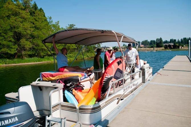 Boating on the lake Coeur d' Alene