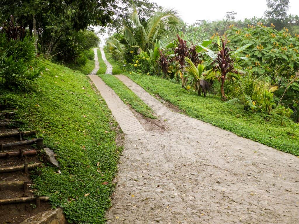 Dirt road to El Muro Hostel Semuc Champey