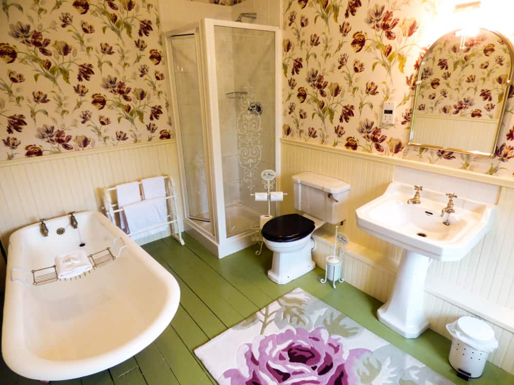 Carrig Country House bedroom en suite