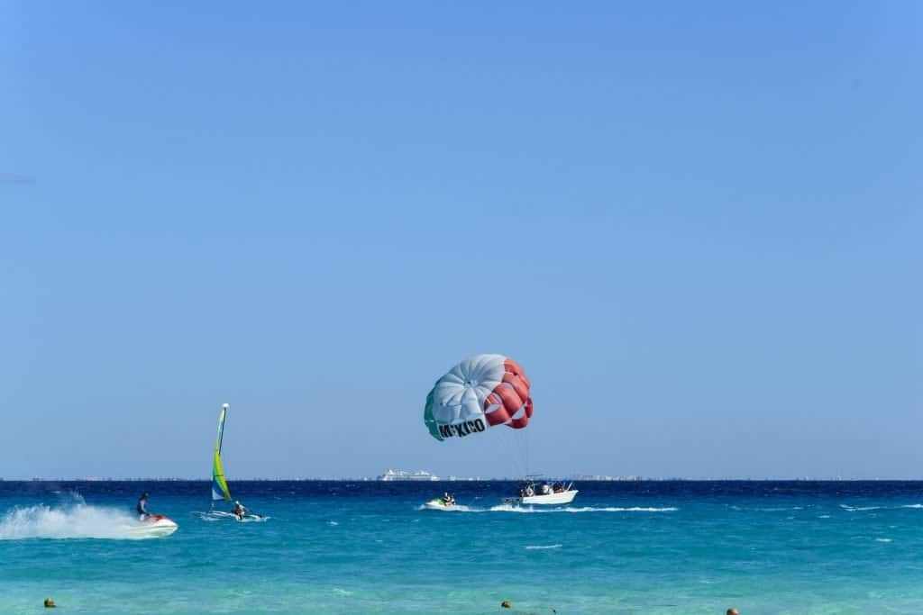 Parasail with Cancun on the sail