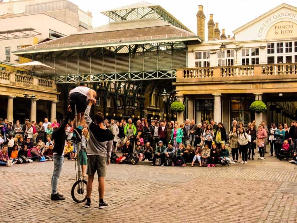 Performers at Covent Garden London itinerary