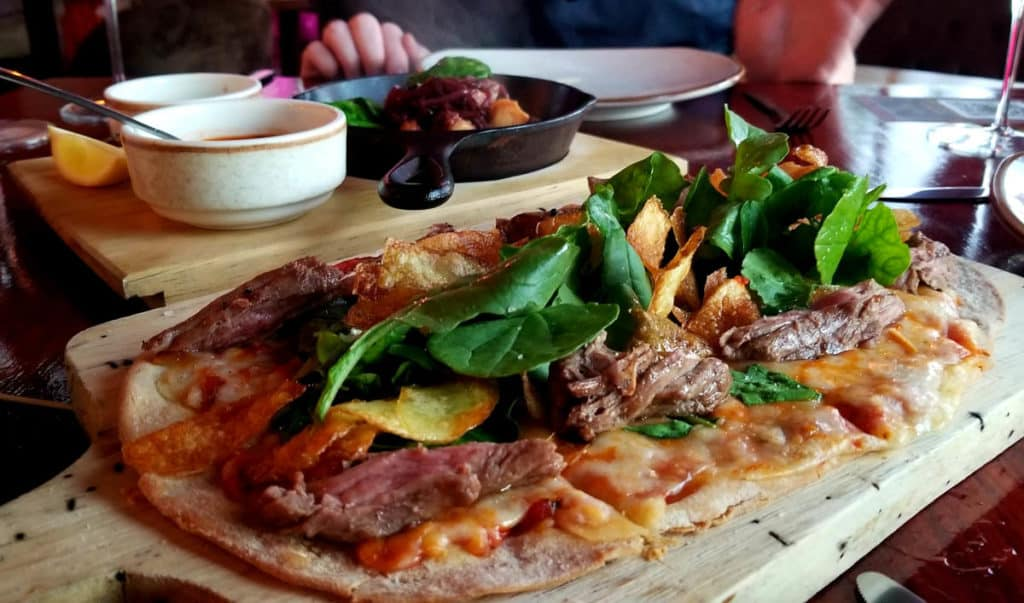 Flatbread pizza with steak and arugala