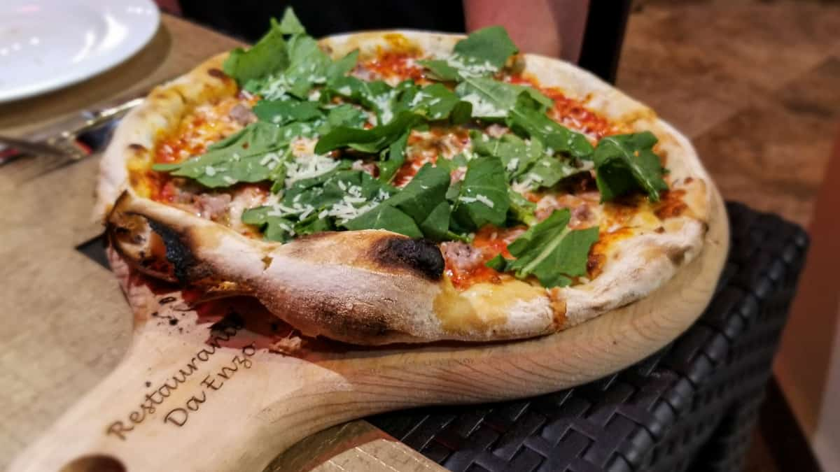 Oven roasted pizza with arugula topping
