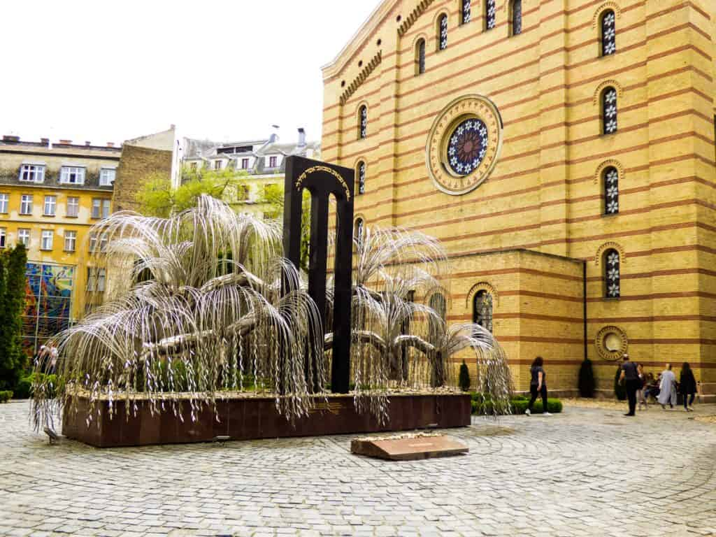 Unique things to do in Budapest: Dohany Synagogue
