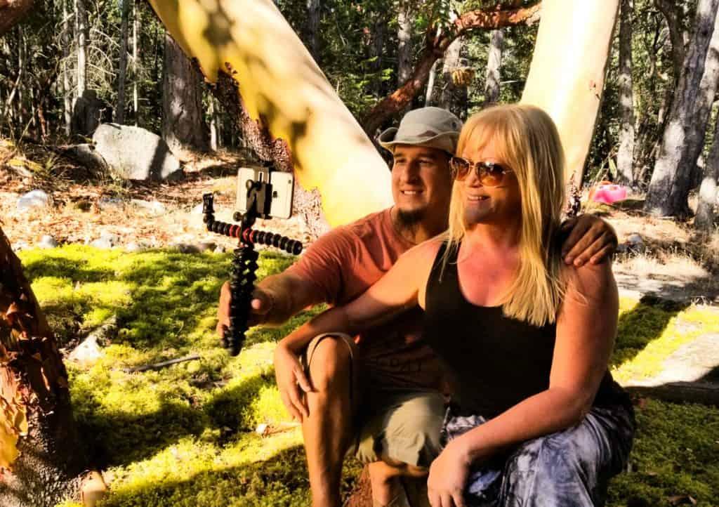 Sarah & Nathan using the Gorillapod Mobile Rig to take a selfie