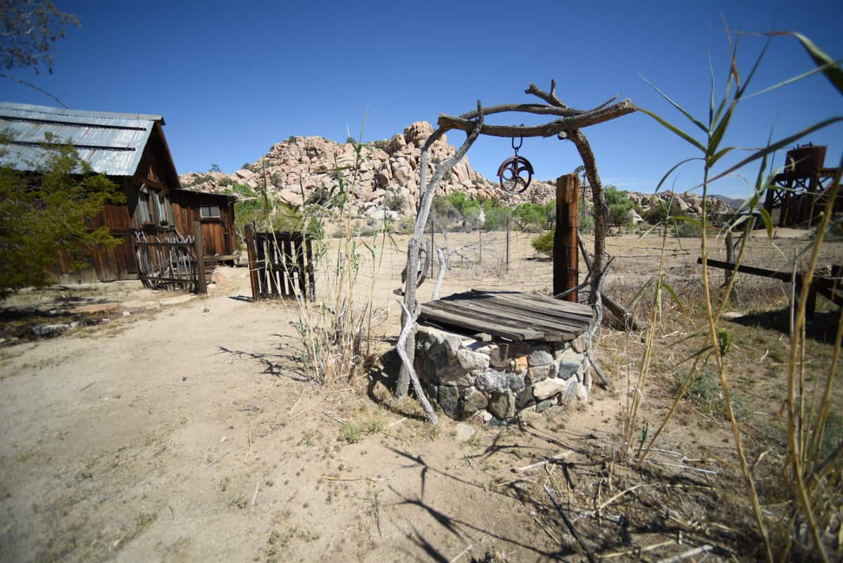 Old well and barn in the desert