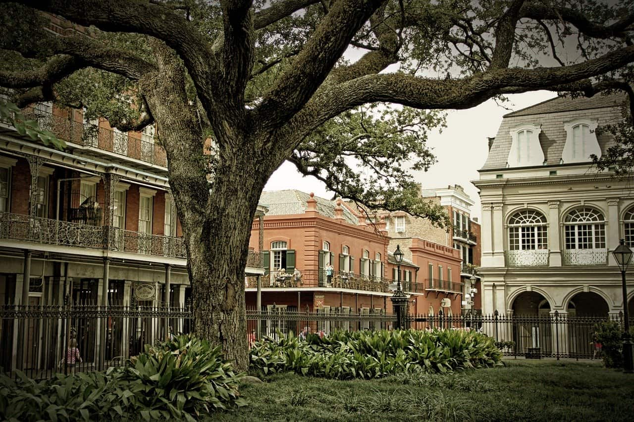 Haunted New Orleans: Spooky & Unique Things to do in New Orleans, Louisiana -